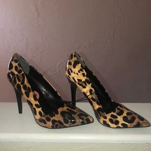Brand new guess pumps heels